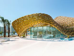 Tysiące metalowych kwiatów. Pawilon Motyli w Zjednoczonych Emiratach Arabskich